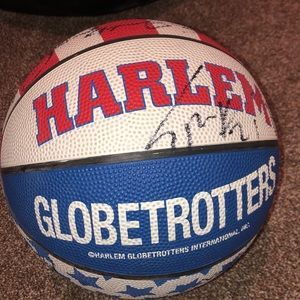 HARLEM GLOBETROTTERS SIGNED BASKETBALL